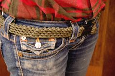 """And the heavyweight paracord project champion is...  This AWESOME """"Paracord Belt."""" Give it a shot and show us your completed project below! (via DIYReady.com)  http://diyready.com/how-to-make-a-paracord-belt/  #paracord   #belt   #diy   #tying   #knotting   #crafting   #design   #prepper   #survival   #howto   #tutorial   #paracordial"""