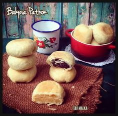 Bakpia Pathok 3 Rasa Indonesian Desserts, Indonesian Cuisine, Asian Desserts, Donut Recipes, Cake Recipes, Dessert Recipes, Cooking Time, Cooking Recipes, Asian Cake