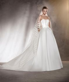 Amanda - Wedding dress with a fitted at the waist in mikado and with a sweetheart neckline