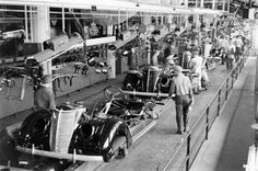 1937 Ford assembly line. Always one of my favorite years for Ford cars. Old American Cars, Ford V8, Assembly Line, Ford Classic Cars, Old Fords, Henry Ford, Us Cars, Drag Cars, Ford Motor Company