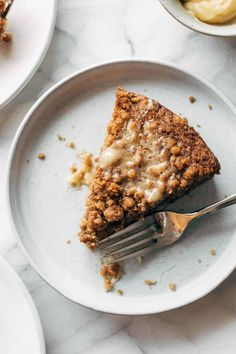 Carrot Cake Coffee Cake! Brunch of dreams. A super easy batter loaded with shredded carrots, topped with a thick crumbly cinnamony streusel, and finished with a melty sweet honey butter. YUM. #coffeecake #carrotcake #brunch | pinchofyum.com Brunch Recipes, Cake Recipes, Breakfast Recipes, Dessert Recipes, Breakfast Carbs, Breakfast Bites, Sweet Recipes, Food Cakes, Savoury Cake