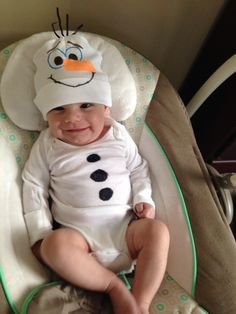 Olaf onesie for a baby. So simple. I used a plain white onesie, a plain white baby hat, and fabric markers to decorate.