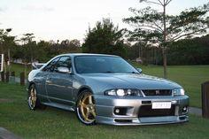 R33 GTR VSpec Nissan Skyline Gtr R33, Nissan R33, R33 Gtr, Crazy Cars, Weird Cars, Nissan Silvia, Japanese Cars, Nice Cars, Jdm Cars