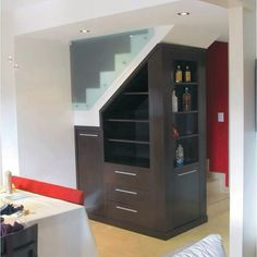 Muebles para almacenamiento debajo de las escaleras for Mueble bajo escalera