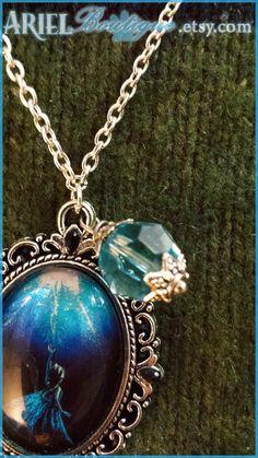 Let it Go Disney's Frozen necklace. by ArielBoutique on Etsy Frozen Necklace, Frozen Jewelry, Disney Necklace, Disney Jewelry, Cute Jewelry, Jewelry Accessories, Unique Jewelry, Blue Sparkly Dress, Frozen Wedding