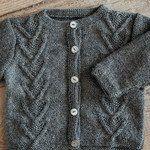 Snoningstrøje med knapper - Strikkeopskrift fra Mayflower