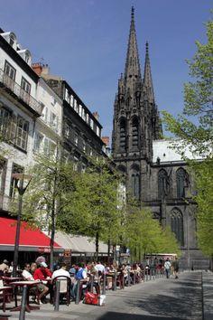 Clermont Ferrand - Place de la Victoire #clermontferrand