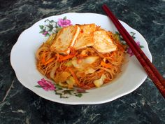 Stir-fried Singapore rice noodles with vegetables and tofu.