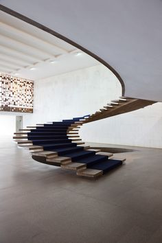 oscar neimeyer - i know all staircases need to have a bannister, but this is so beautiful...