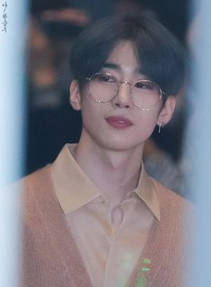 Find images and videos about victon and han seungwoo on We Heart It - the app to get lost in what you love. Fandom, The Voice, Cute Asian Guys, Love U Forever, Ha Sungwoon, Picture Credit, Kpop, K Idols, Korean Singer