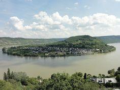 Uitzicht vanaf Sesselbahn bij Gedeonseck Boppard, op het dorpje Filsen aan de Rijn. Duitsland