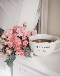 Find images and videos about pink, flowers and tea on We Heart It - the app to get lost in what you love. Coffee And Books, Coffee Love, Coffee Break, Coffee Cup, Flatlay Instagram, Pause Café, Cuppa Tea, No Rain, Coffee Photography