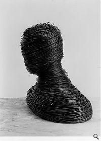 Drahtkopf gewickelt, 1966. Eisendraht, 11.86 x 8.47 cm; Sammlung Ulrich Reininghaus. Foto: Reiner Ruthenbeck; (c) VG Bild-Kunst, Bonn