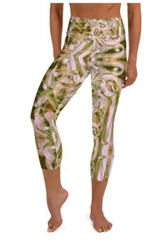 These yoga capri leggings with a high, elastic waistband are the perfect choice for yoga, the gym, or simply a comfortable evening at home. Floral Leggings, Capri Leggings, Yoga Capris, Workout Wear, Stretch Fabric, Fitness Fashion, Gym Workouts, Parachute Pants, How To Wear