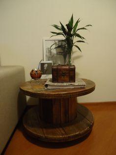 mesinha de carretel de madeira