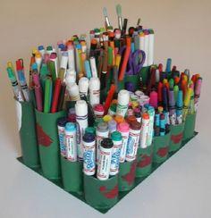 Nevyhazujte ruličky od toaletního papíru! Proč? Budou se vám ještě ve vaší domácnosti hodit! Dají se z nich vytvořit krásné a užitečné věci! Kreativní myšlení opravdu nezná hranic !! V dnešním článku vám ukážeme několik těch nejlepších kreativních nápadů jak využít ruličky od toaletního papíru!