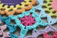 꽃들의 향연 - 꽃 모양 모티브 블랭킷 도안 , 손뜨개 커튼 만들기 [ 앵콜스뜨개실 , 벨라디아 ] : 네이버 블로그 Diy And Crafts, Crochet Necklace, Blanket, Blankets, Crochet Collar, Carpet, Quilt