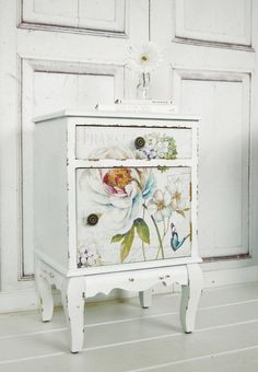 painted side table - painted furniture - flower painted table - white side table