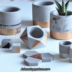 Best 12 Set of 3 concrete pots cement planters pencil holder modern home decor industrial style beton deko small square pot for office – SkillOfKing. Cement Design, Cement Art, Concrete Crafts, Concrete Projects, Diy Para A Casa, Diy Concrete Planters, House Plants Decor, Diy Home Crafts, Diys