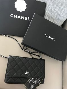 Chanel Wallet On Chain (woc) Black caviar leather Silver hardware! Luxury Purses, Luxury Bags, Luxury Handbags, Purses And Handbags, Replica Handbags, Chanel Woc, Chanel Wallet, Chanel Bags, Brighton Handbags