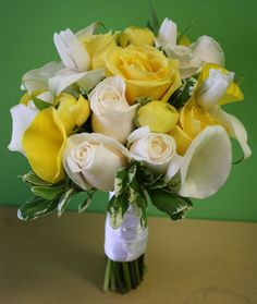 Southern Blue Celebrations: Yellow Bridal Bouquets