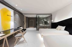 Gallery of Wheat Youth Arts Hotel / X+Living - 14