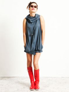Interesting: Recycled fashion - from a pair of pants to a short edgy dress. Diva Fashion, Fashion Sewing, Clothes Crafts, Sewing Clothes, Remake Clothes, Edgy Dress, Recycled Fashion, Colourful Outfits, Diy Clothing