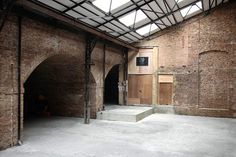 I like the brick, but achieving this look on shoe-string budget may be too challenging Warehouse Apartment, Warehouse Living, Warehouse Home, Converted Warehouse, Industrial Architecture, Interior Architecture, Interior Design, Industrial Living, Industrial Loft