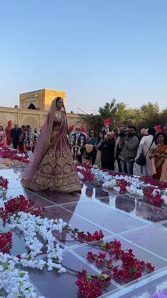 Indian Bridal Outfits, Indian Bridal Fashion, Pakistani Bridal Dresses, Bridal Lehenga, Couple Wedding Dress, Wedding Dress Types, Wedding Dresses For Girls, Wedding Lehenga Designs, Wedding Lehnga