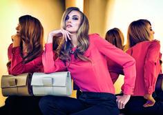 #prettyonewarsaw   Kolekcja Autumn Winter 2014/15 różowa bluzka, biała kopertówka, proste włosy modelka, kreacja casual. stylizacja wieczorowa