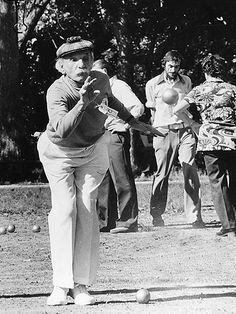 Alfred Levitt playing petanque in Central Park, c. 1970s. Photo: Private collection (photographer unknown)