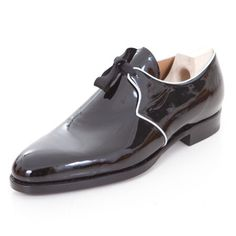 Saint Crispin's / Mod. Riva last in patent leather Walk In My Shoes, Me Too Shoes, Men's Shoes, Shoe Boots, Dress Shoes, Saint Crispin, How To Make Shoes, Walk This Way, Online Boutiques