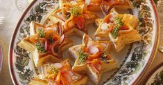 Lachssalat mit Kresse und Gebäcksternen ist ein Rezept mit frischen Zutaten aus der Kategorie Meerwasserfisch. Probieren Sie dieses und weitere Rezepte von EAT SMARTER!