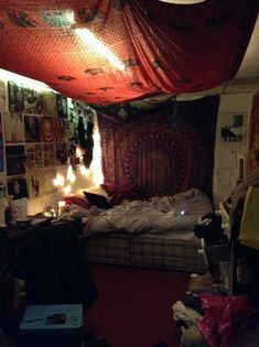14 Hippie Bedroom Decor: Experiencing the Hippie Lifestyle without Being a Hippie | Ome Speak