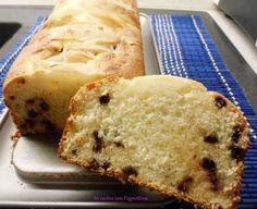 Plumcake con pere e gocce di cioccolato, senza burro e senza olio.
