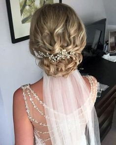 Wedding Updos Ultimate Guide And#8211; Most Trendy Ideas For 2020/21 ★ wedding updos curly hair with crystal pin and veil jojo_hicks_mua Wedding Hairstyles For Medium Hair, Up Dos For Medium Hair, Bride Hairstyles, Medium Hair Styles, Hairstyle Wedding, Short Hairstyles, Wedding Hair Front, Curly Wedding Hair, Bridal Hair