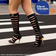 """As sandálias reinaram  nas passarelas das semanas de moda internacionais e prometem ser hit do inverno❄️ 2014. Com modelos de rasteira ou salto alto, as gladiadoras podem """"subir"""" na perna, chegando na altura de abotinados. ✌️ Ref. 843-11281  #moda #camminare #shoes #love #gladiador #wintercm #bestfriends #itgirls #tendência #coleção #inverno #cool #poderosa #fashion"""
