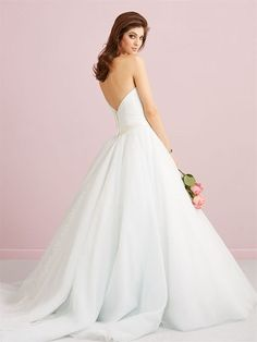 https://flic.kr/p/CaF9n7   Trouwjurken   Trouwjurken vintage, Moderne Trouwjurken, Korte trouwjurken, Avondjurken, Wedding Dress, Wedding Dresses   www.popo-shoes.nl