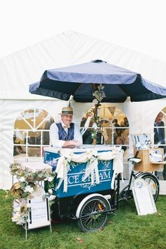 Planning a summer wedding? A vintage ice cream cart will keep your guests cool and happy.