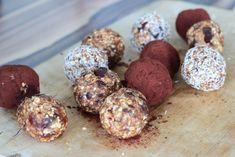 Mein liebstes Powerballs Rezept - ich zeige euch, welche Zutaten ihr für den gesunden Snack zwischendurch braucht! Ganz ohne Zucker.