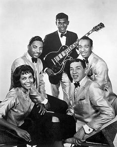 Smokey Robinson and The Miracles. So many great songs, and Smokey Robinson gave them all such beautiful emotion. 60s Music, Music Icon, Soul Music, Music Is Life, Indie Music, Jazz Music, Soul Artists, Music Artists, Rock N Roll