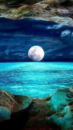 Breathtaking picture of the moon! More #SkyBeutiful