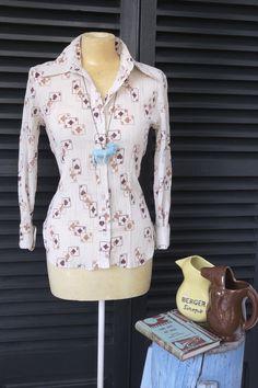 Camisas cartas con colgante león azul.   $20  via Bahía, confecciones, recuerdos y puestas de sol.. Click on the image to see more!