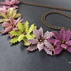Rien de neuf alors je vous montre du vieux #miyuki #flowers #beadednecklace #tissageperles #myfrenchtouch #bijoux