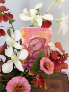 gift of love close up late summer flowers #arrangementsbylee photo copyright lmc