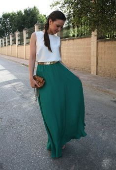 Green long skirt - I'm into a maxi skirt thing right now. Maxi Robes, Chiffon Maxi Dress, Long Green Skirt, Green Maxi, Teal Skirt, Green Silk, Skirt Outfits, Cute Outfits, Modest Outfits