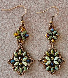 Linda's Crafty Inspirations: Bracelet of the Day: India Bracelet - Green & Topaz