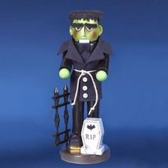 Kurt Adler Steinbach Frankenstein Monster Nutcracker, As Shown Halloween Signs, Fall Halloween, Halloween Crafts, Halloween Decorations, Halloween Ornaments, Outdoor Halloween, Halloween 2018, Halloween Ideas, Happy Halloween