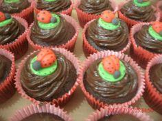 Cupcakes Joaninha by Neia Lucin