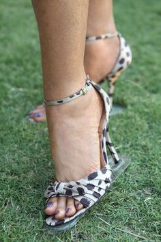 All you fashionistas, this is the perfect accessory for your next outdoor party.